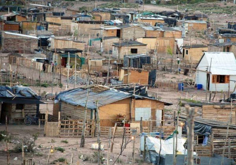 Ordenan abastecer de agua a vecinas y vecinos del Sector 7 de Mayo