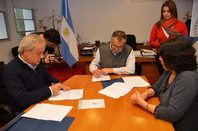 La Defensor�a del Pueblo firm� un convenio con la Universidad Nacional del Comahue
